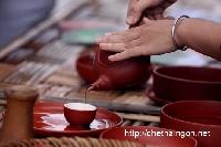 [Video] Trình diễn pha trà và mời trà tại Festival Trà Thái Nguyên